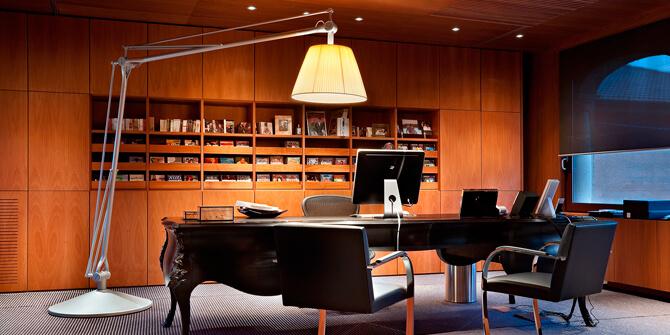 Lámpara Superarchimoon de Flos diseñada por Philippe Starck