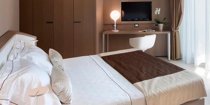 Lámpara de mesa para dormitorio Castore de Artemide