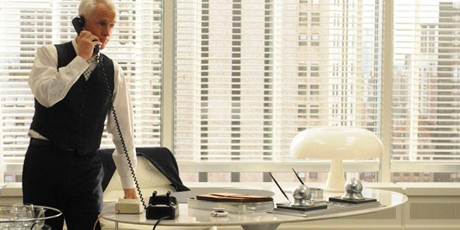 Lámpara Nesso en el despacho de Roger Sterling