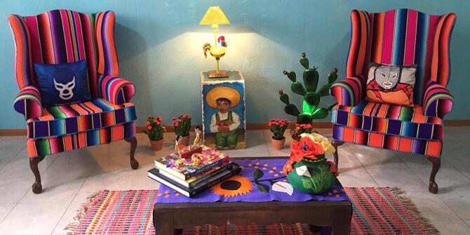 Sala de estar divertida retro estilo kitsch
