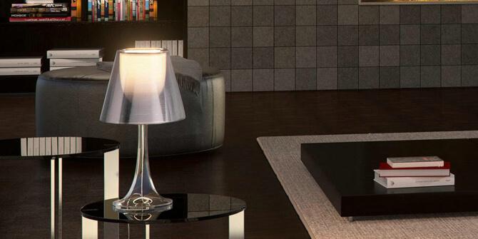 Características de lámpara de mesa Miss k