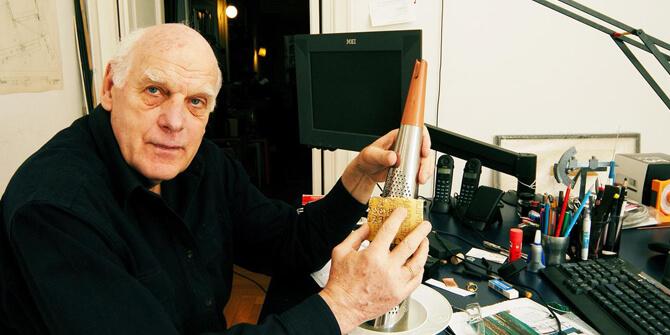Richard Sapper padre de lámpara de mesa Tizio
