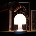 FollowMe – Lámpara de mesa multifuncional de Marset