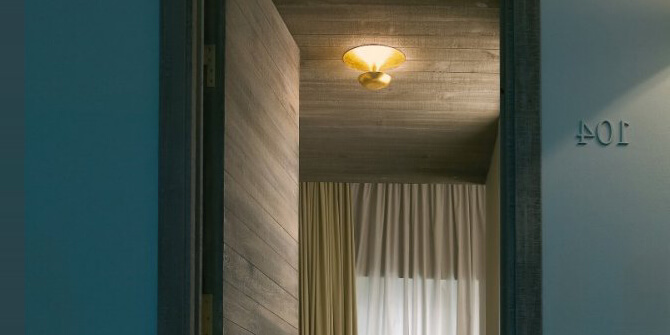 Lámpara Funnel de iluminación indirecta de Vibia
