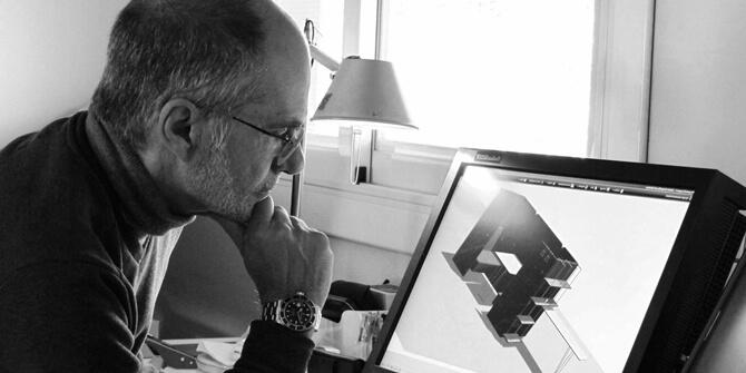 El diseñador Gabriel Teixidó trabajando