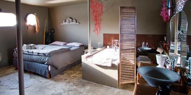 Biombo en pequeño dormitorio