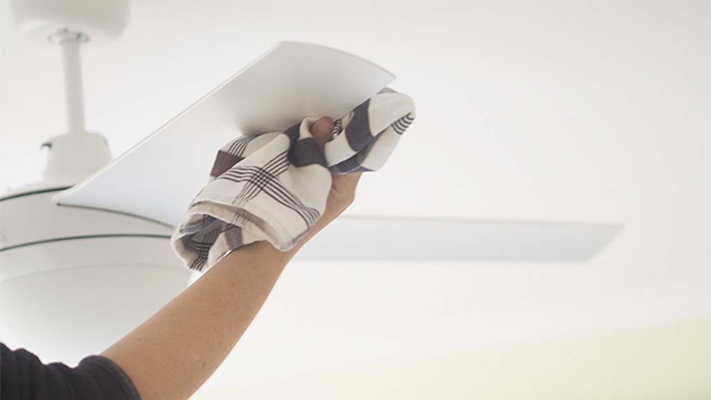 limpiar-aspas-de-abanico-de-techo